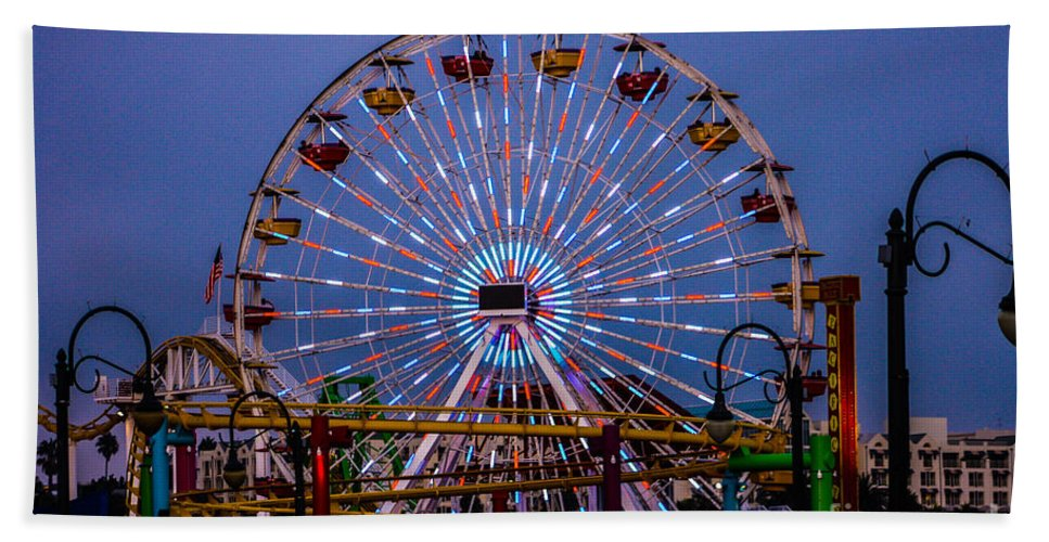 Santa Monica Bath Sheet featuring the photograph Sunset On The Santa Monica Ferris Wheel by Tommy Anderson