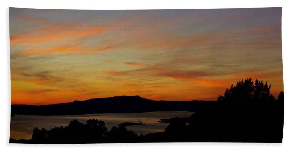 Sf Hand Towel featuring the photograph Sunset Over San Francisco Bay And Mount Tamalpais by Russ Greene