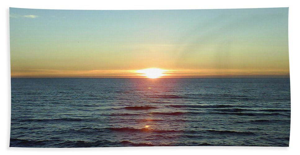 Sunset Over Sea Bath Towel featuring the photograph Sunset Over Sea by Gordon Auld