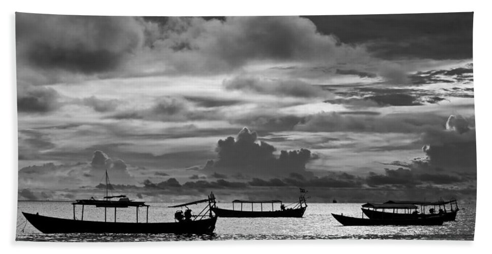 Sunset Bath Sheet featuring the photograph Sunset Over The Gulf Of Thailand Black And White by David Freuthal