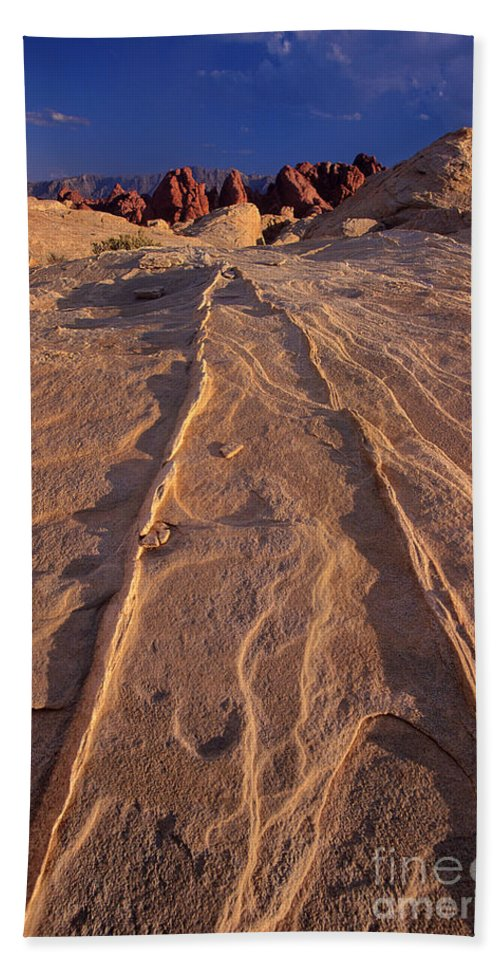 Dave Welling Hand Towel featuring the photograph Sunset Valley Of Fire State Park Nevada by Dave Welling