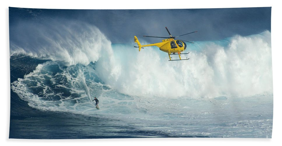 Helicopter Bath Sheet featuring the photograph Surfing Jaws 6 by Bob Christopher