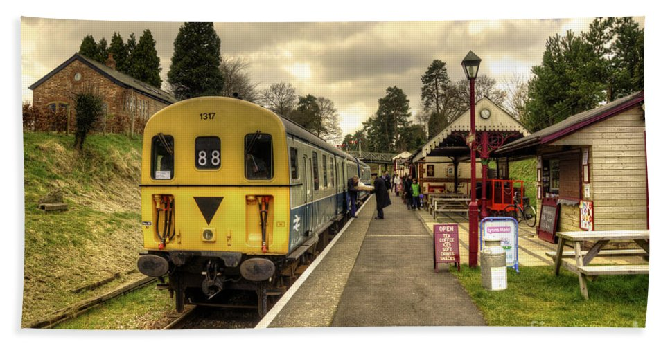 Thumper Bath Sheet featuring the photograph Sussex Thumper by Rob Hawkins
