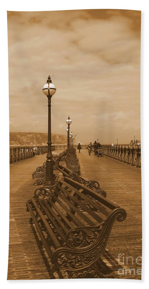 Pier Bath Sheet featuring the photograph Swanage Pier by Linsey Williams