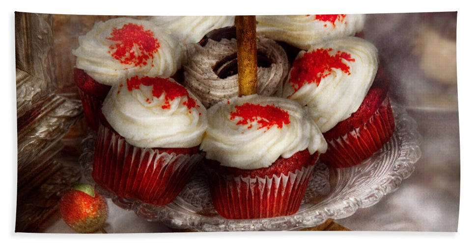 Cupcake Bath Sheet featuring the photograph Sweet - Cupcake - Red Velvet Cupcakes by Mike Savad