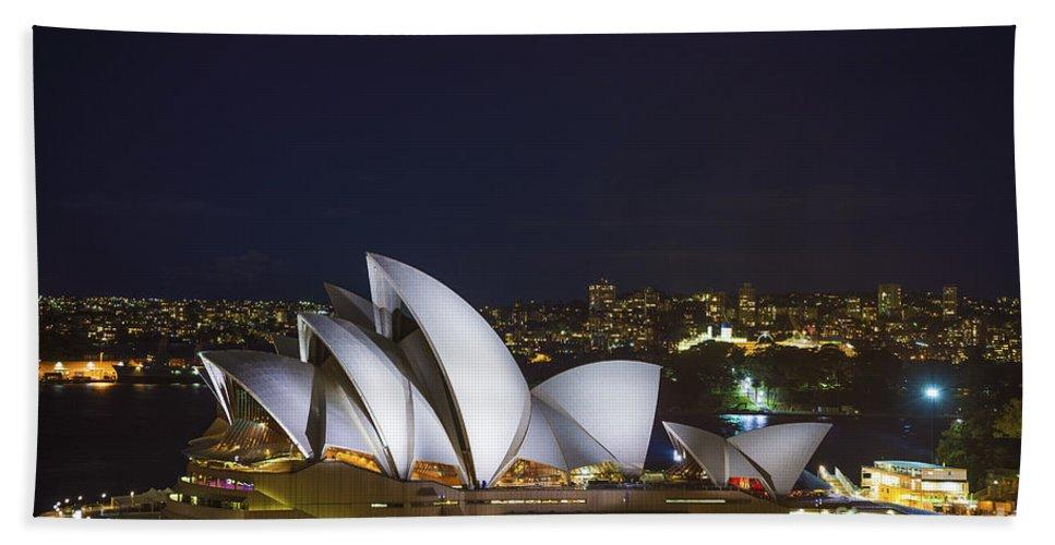 Architecture Bath Sheet featuring the photograph Sydney Opera House In Australia by Jacek Malipan
