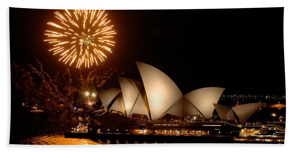 Sydney Opera Theatre Bath Sheet featuring the photograph Sydney Opera Theatre by Bob Christopher