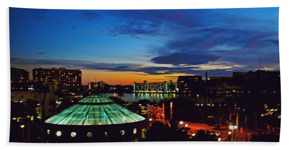 Tampa Hand Towel featuring the photograph Tampa Sunset by Gary Wonning