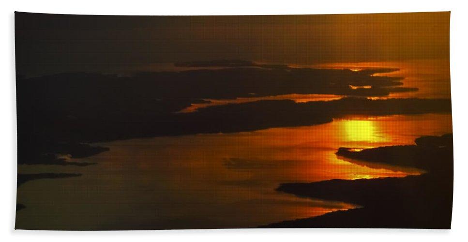 Rappahannock Sunrise Bath Sheet featuring the photograph Rappahannock Sunrise by Greg Reed