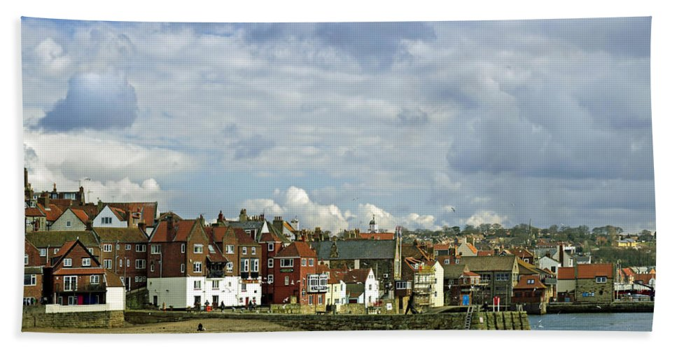Britain Bath Sheet featuring the photograph Tate Hill Pier And The Shambles - Whitby by Rod Johnson