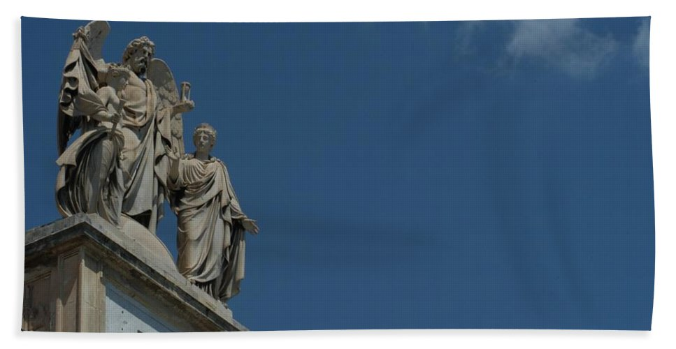 Architecture Hand Towel featuring the photograph Teatro by Joseph Yarbrough