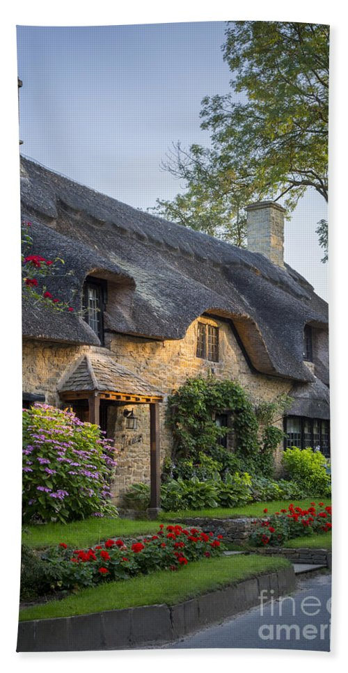 Brian Jannsen Hand Towel featuring the photograph Thatched Roof - Cotswolds by Brian Jannsen