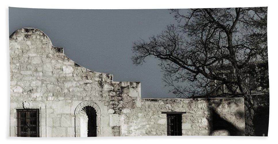 Alamo Bath Sheet featuring the photograph The Alamo by Gary Richards