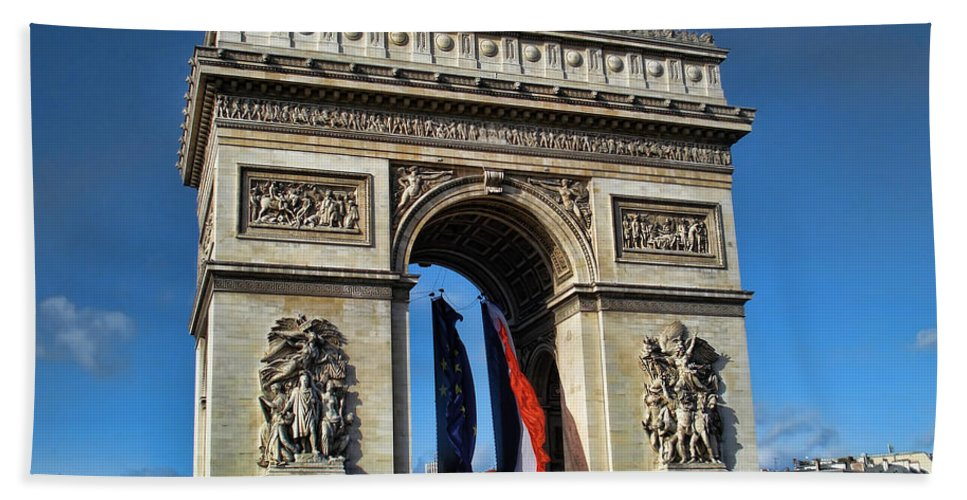 Bath Sheet featuring the photograph The Arc De Triomphe De Etoile by Paris France