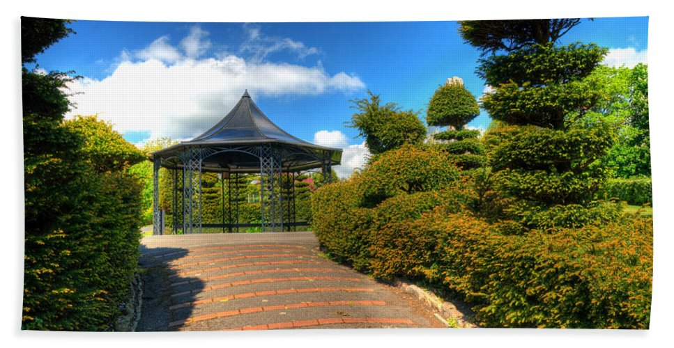 Alexandra Park Penarth Bath Sheet featuring the photograph The Bandstand by Steve Purnell