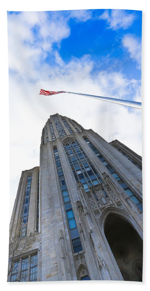 Cathedral Of Learning Pittsburgh Pa Oakland Pitt University College Education Taaffe Urban Panthers Students Frat Europe Andy Warhol Warhola East Pittsburgh Forbes Field Honus Wagner Bath Sheet featuring the photograph The Cathedral Of Learning 4 by Jimmy Taaffe