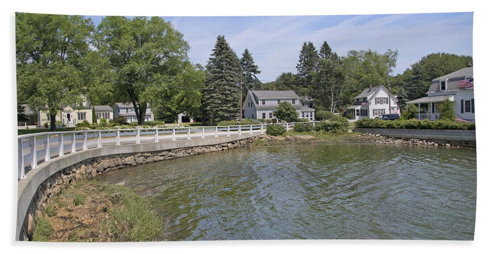 Kennebunkport Bath Sheet featuring the photograph The Curve by Betsy Knapp