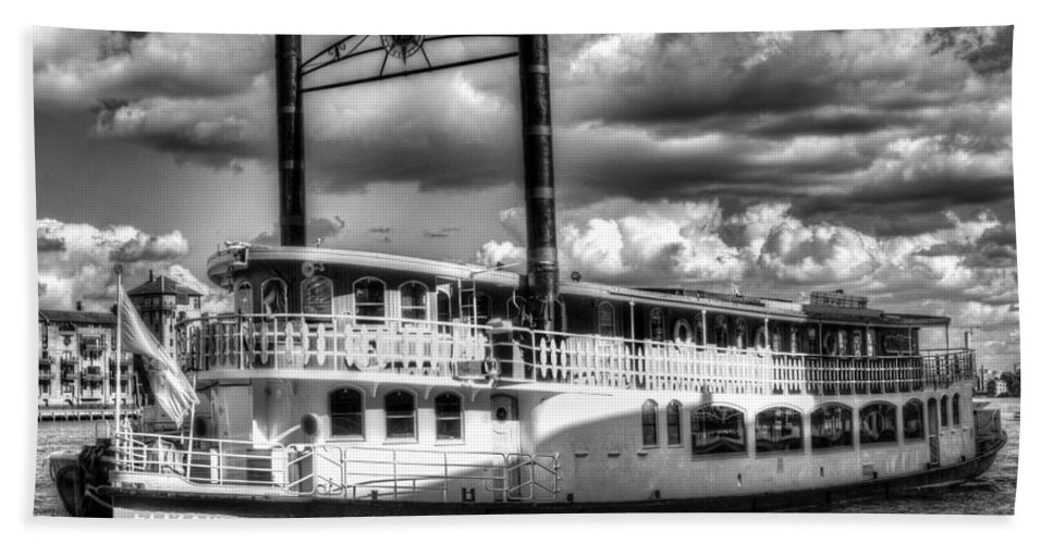 Paddle Steamer Hand Towel featuring the photograph The Elizabethan Paddle Steamer by David Pyatt