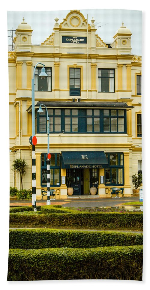 Auckland Bath Sheet featuring the photograph The Esplanade Hotel Auckland by Mark Llewellyn