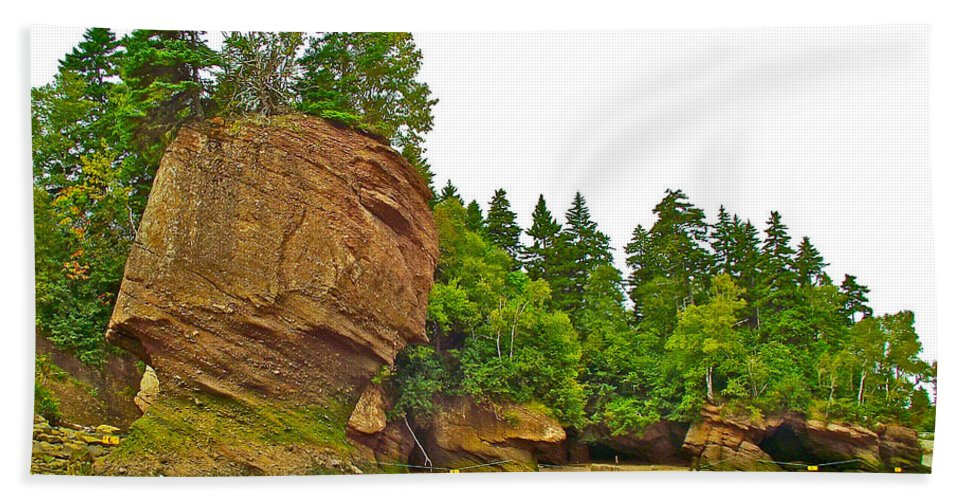 The Flowerpots At Hopewell Rocks On Bay Of Fundy Bath Sheet featuring the photograph The Flowerpots At Hopewell Rocks On Bay Of Fundy-new Brunswick by Ruth Hager