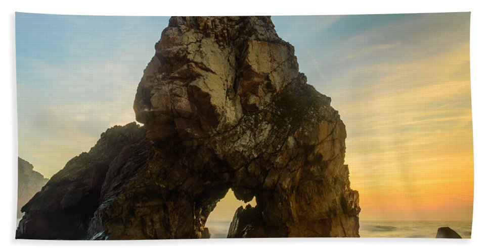 Rock Bath Sheet featuring the photograph The Giant Of The Seas I by Marco Oliveira
