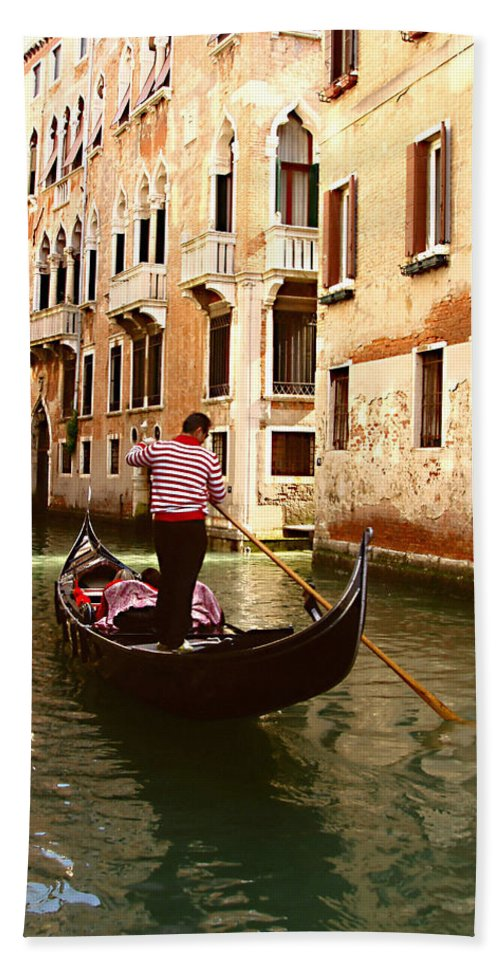 The Gondolier Hand Towel featuring the photograph The Gondolier by Ellen Henneke