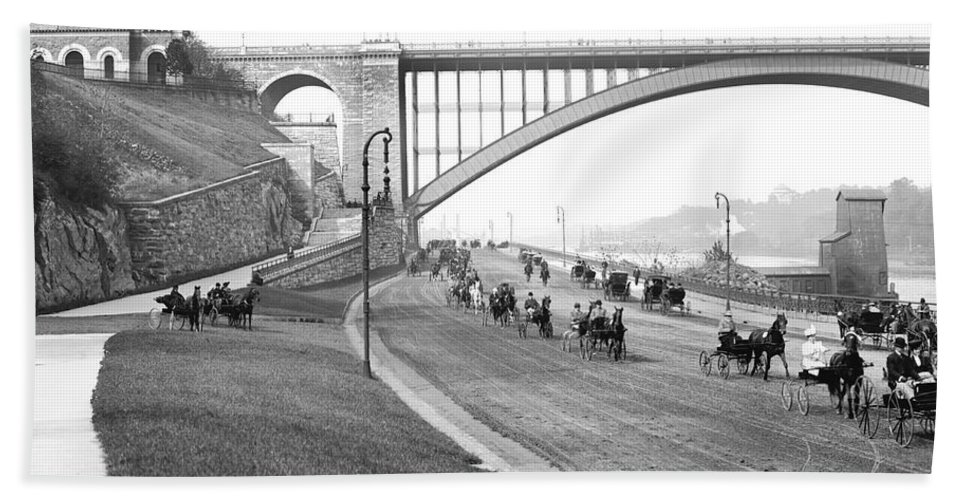 1905 Hand Towel featuring the photograph The Harlem River Speedway by Detroit Publishing Company