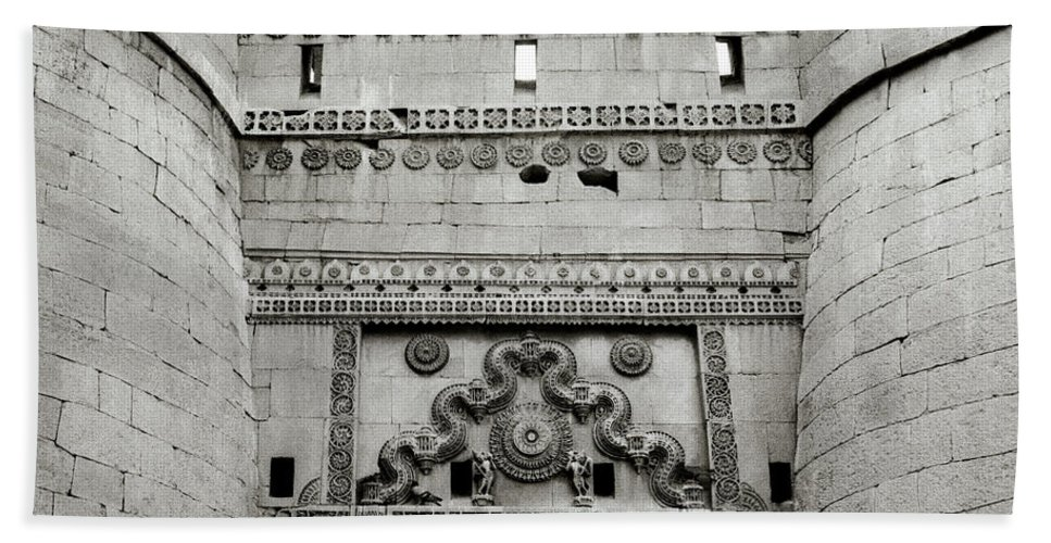 Architecture Bath Sheet featuring the photograph The Jaisalmer Fort by Shaun Higson