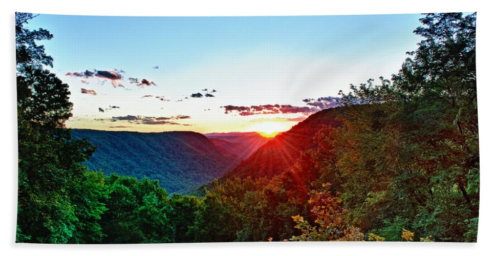 Babcock State Park Hand Towel featuring the photograph The Last Rays by Steve Harrington