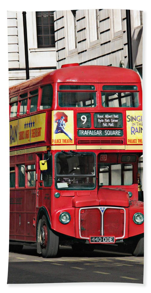 London Bath Sheet featuring the photograph Vintage London Bus by Tom Conway