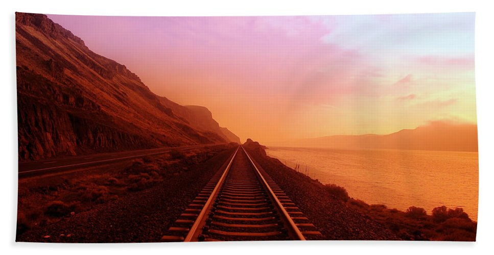 Columbia River Bath Towel featuring the photograph The Long Walk To No Where by Jeff Swan