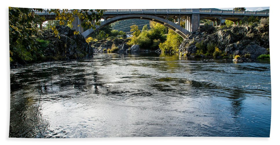 Gold Hill Hand Towel featuring the photograph The Rogue River At Gold Hill Bridge by Mick Anderson