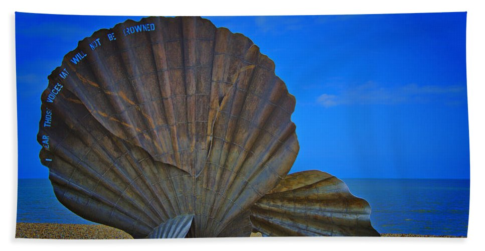 Scallop Shell Hand Towel featuring the photograph The Scallop by Chris Thaxter