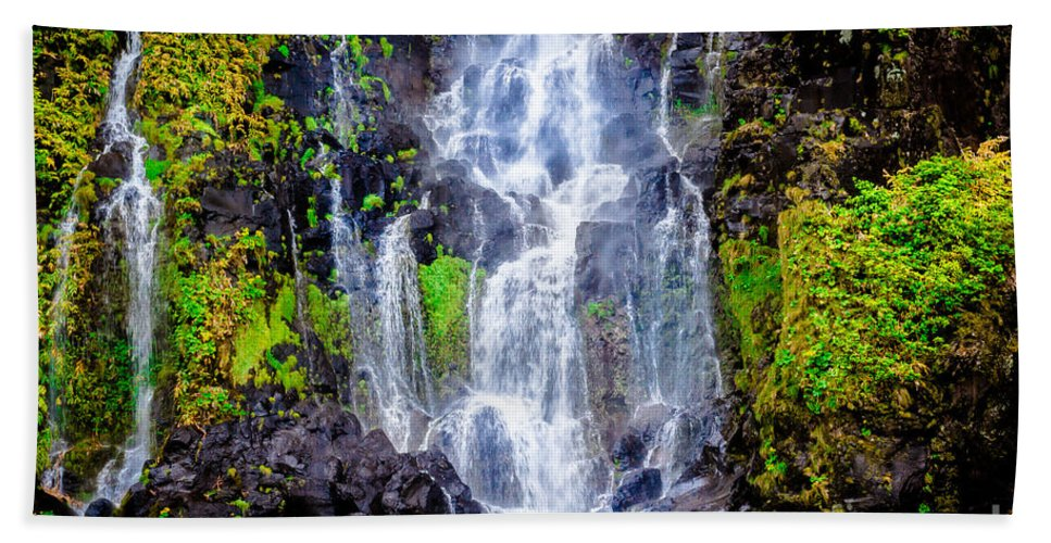 Flores Island Bath Sheet featuring the photograph The Seduction Of Water by Edgar Laureano