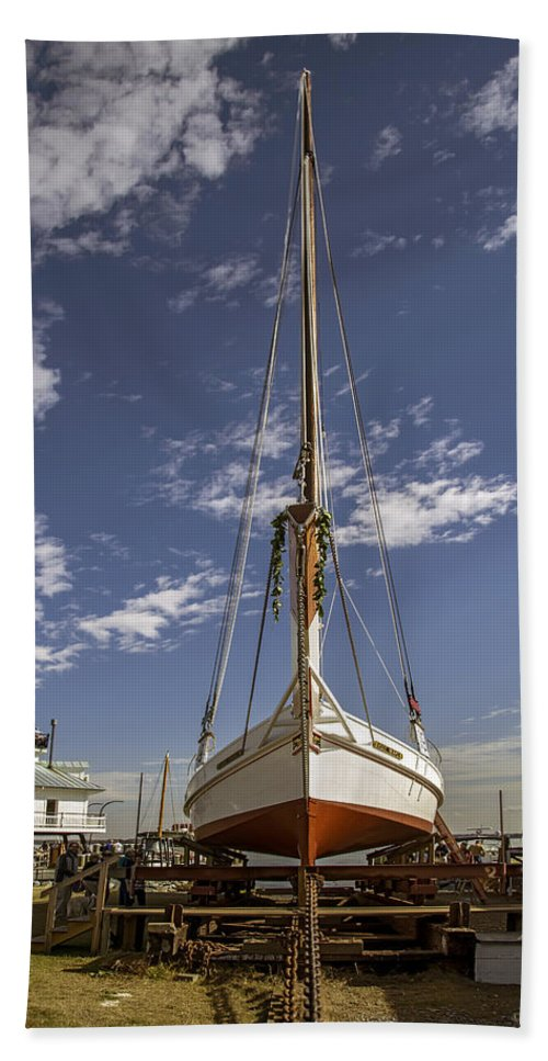 2d Hand Towel featuring the photograph The Skipjack Rosie Parks by Brian Wallace