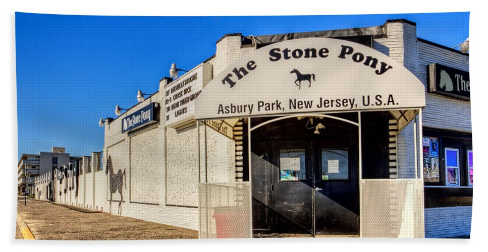 Recent Bath Sheet featuring the painting The Stone Pony Asbury Park New Jersey by Geraldine Scull