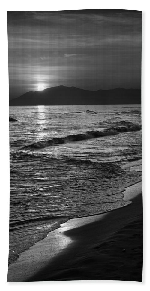 Seascape Hand Towel featuring the photograph The Sun by Guido Montanes Castillo
