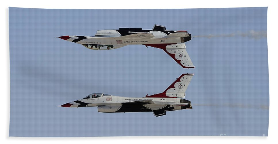 Horizontal Bath Sheet featuring the photograph The U.s. Air Force Thunderbirds by Remo Guidi