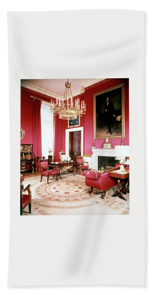Home Bath Towel featuring the photograph The White House Red Room by Tom Leonard