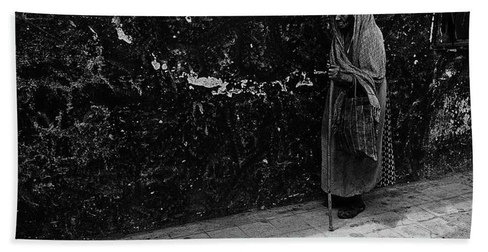 This Old Woman Was In Her Youth During The 1910-1920 Mexican Revolution Guadalajara Jalisco Mexico 1970 Bath Sheet featuring the photograph This Old Woman Was In Her Youth During The 1910-1920 Mexican Revolution Guadalajara Jalisco Mexico by David Lee Guss