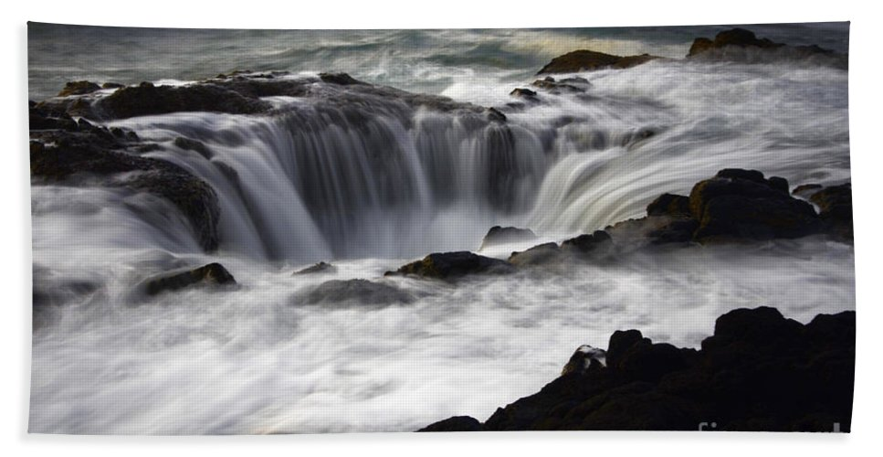 Thors Well Hand Towel featuring the photograph Thors Well by Bob Christopher