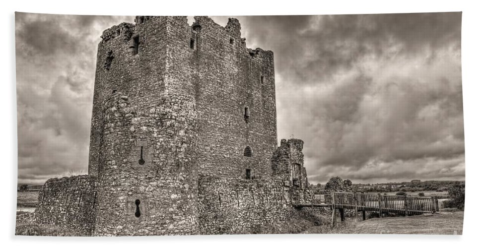 Black And White Bath Sheet featuring the photograph Threave Castle In Grey by James Anderson