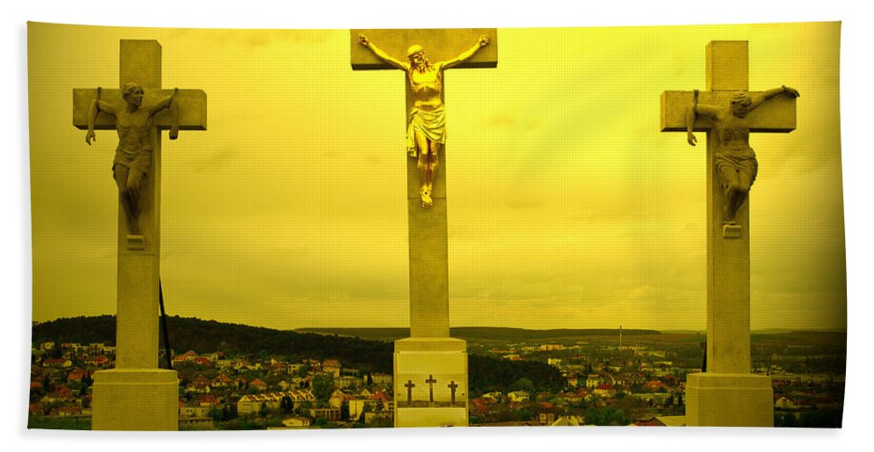 Calvary Hand Towel featuring the photograph Three Crosses by Les Palenik