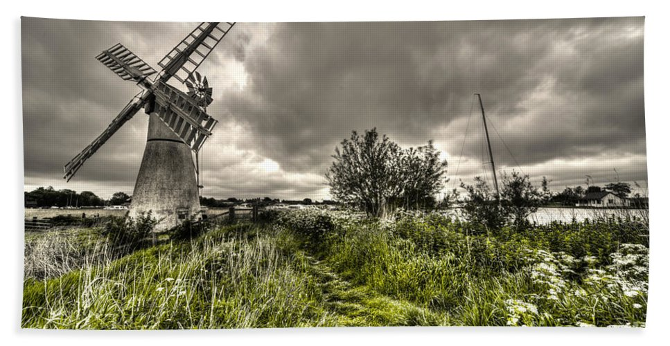 Thurne Bath Sheet featuring the photograph Thurne Wind Pump by Rob Hawkins