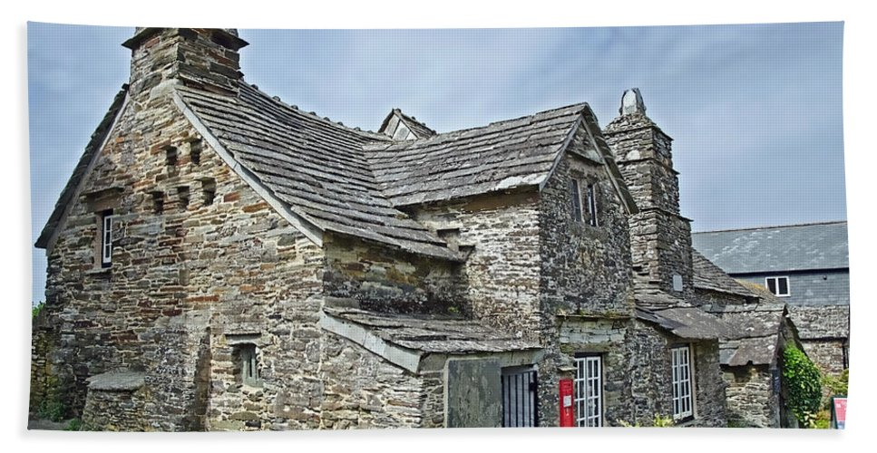 Tintagel Bath Sheet featuring the photograph Tintagel Post Office by Susie Peek