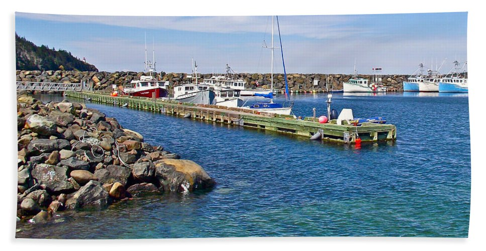 Tiverton In Digby Neck Hand Towel featuring the photograph Tiverton On Digby Neck-ns by Ruth Hager