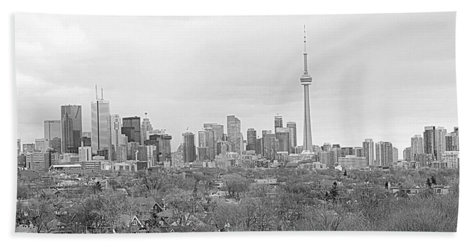 Apartment Hand Towel featuring the photograph Toronto In Black And White by Valentino Visentini