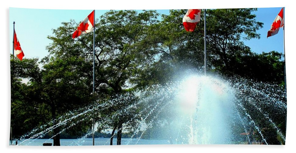 Toronto Hand Towel featuring the photograph Toronto Island Fountain by Ian MacDonald