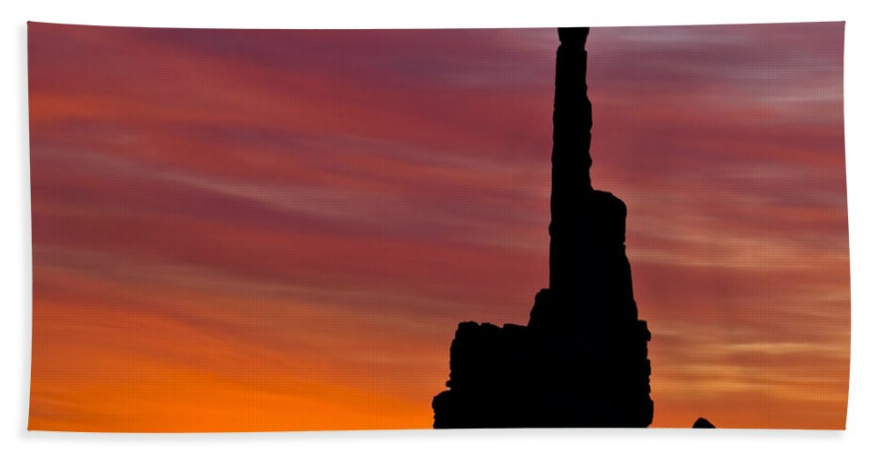Totem Bath Sheet featuring the photograph Totem Pole Sunrise by Susan Candelario
