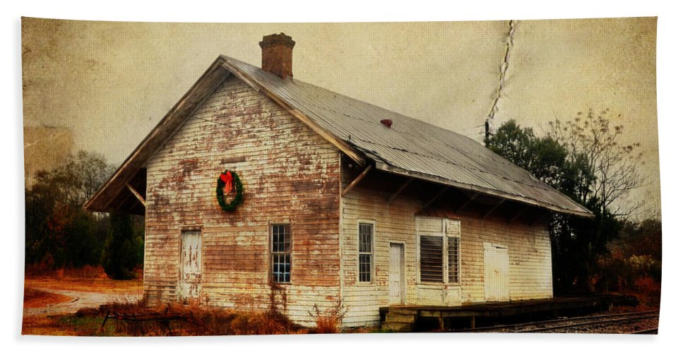 Christmas Hand Towel featuring the photograph Touch Of Christmas Cheer by Carla Parris